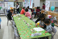 A CAINZ Culture Classroom session being enjoyedby both children and parents.